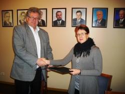 Maavanem Ülle Rajasalu  ja HOL esimees  Vello Jõgisoo kirjutasid alla aineolümpiaadide ja õpilasürituste  lepingu